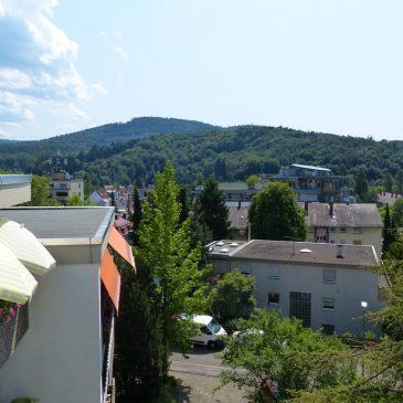 *VERKAUFT*Baden-Baden, sonnige 3-Zimmer Penthouse Wohnung mit großem Balkon und Garage in ruhiger Innenstadtlage, in Erbpacht