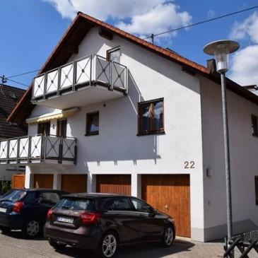 VERKAUFT!! Schön geschnittene helle 3-Zimmer-Wohnung mit Terrasse und sehr großem Garten