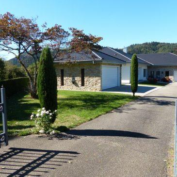 Baden-Baden – Einzigartiges Anwesen in exponierter Aussichtslage in großer barrierefreier Bungalow Villa mit Einfahrt